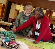 Yolandatheresa teaching Utahna the i-Pad Pyramid Cushion at 2016 Spring Fling